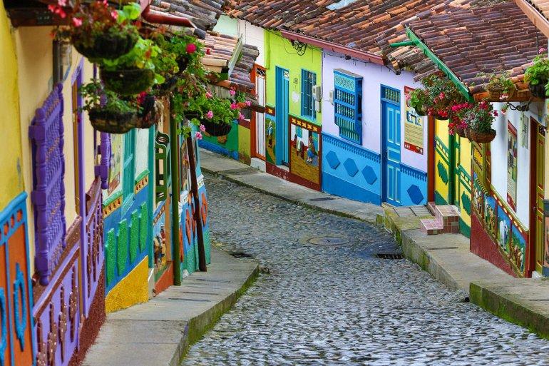 гуатапе в колумбии