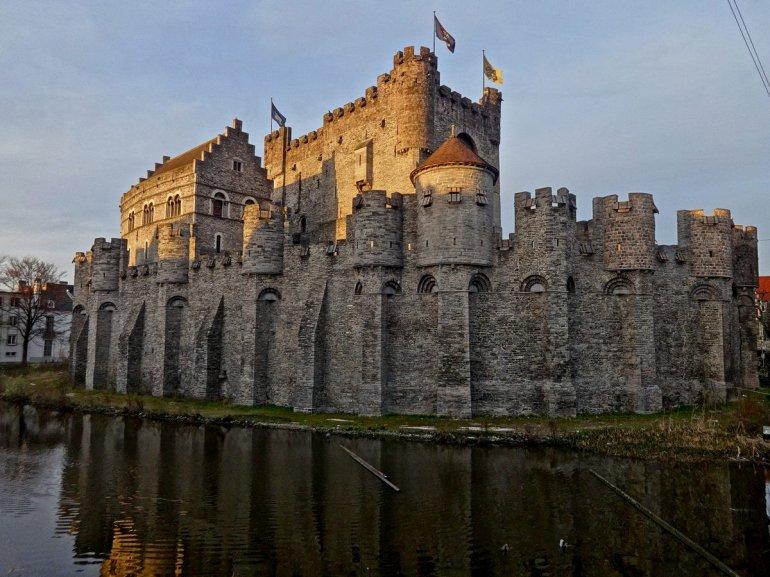 замок гравенстен в бельгии