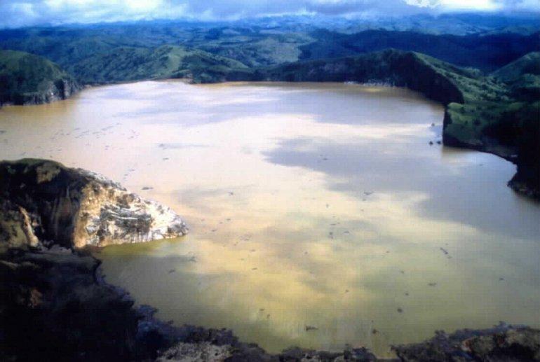 опасное озеро