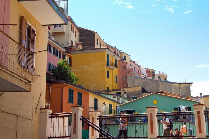 Манарола – красочный город на скалах (Италия)